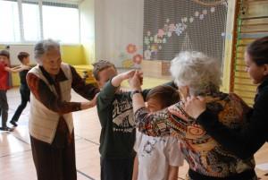 Igrajmo se skupaj – medgeneracijsko povezovanje